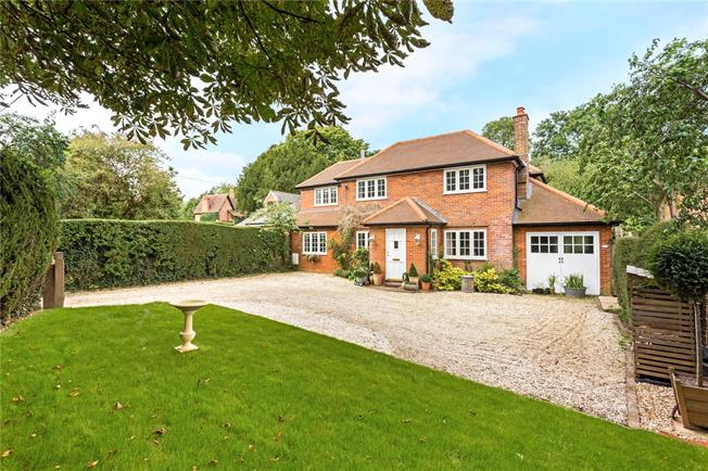 Guide Price £825,000, 4 Bedroom Detached House For Sale in South Warnborough, RG29