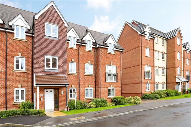 Guide Price £220,000, 2 Bedroom Flat For Sale in Holybourne, GU34