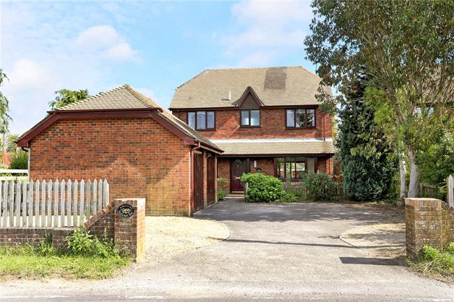 Guide Price £745,000, 4 Bedroom Detached House For Sale in Isington, GU34