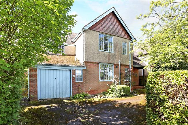 Guide Price £595,000, 4 Bedroom Detached House For Sale in Alton, GU34