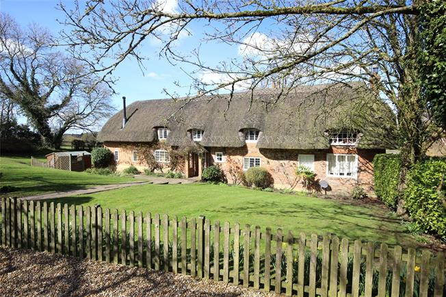 Guide Price £1,250,000, 5 Bedroom Detached House For Sale in Lasham, GU34