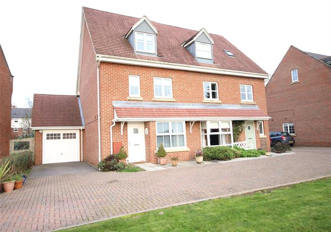 Guide Price £465,000, 4 Bedroom Semi Detached House For Sale in Four Marks, GU34