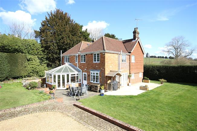 Guide Price £945,000, 5 Bedroom Detached House For Sale in Lower Farringdon, GU34