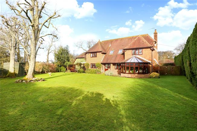 Guide Price £1,000,000, 4 Bedroom Detached House For Sale in Lasham, GU34