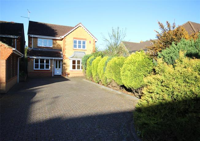 Guide Price £500,000, 4 Bedroom Detached House For Sale in Alton, Hampshire, GU34