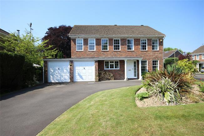 Guide Price £795,000, 5 Bedroom Detached House For Sale in Alton, GU34