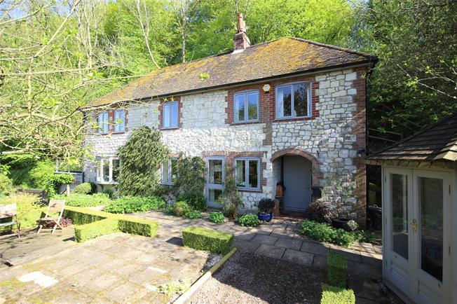 Guide Price £825,000, 4 Bedroom Detached House For Sale in Selborne, GU34