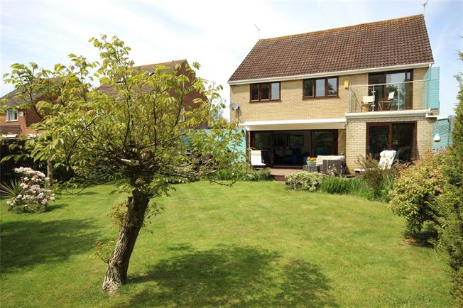 Guide Price £600,000, 4 Bedroom Detached House For Sale in Hampshire, GU35