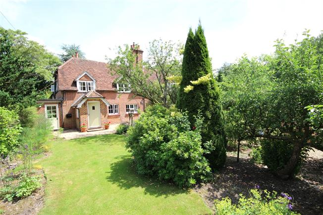 Guide Price £500,000, 3 Bedroom Semi Detached House For Sale in Hartley Mauditt, GU34