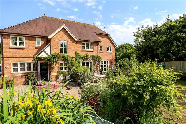 Guide Price £875,000, 5 Bedroom Detached House For Sale in Oakhanger, GU35