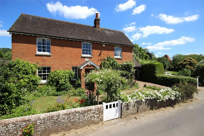 Guide Price £875,000, 4 Bedroom Detached House For Sale in Lower Froyle, GU34