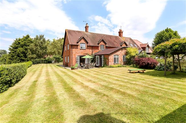 Guide Price £750,000, 4 Bedroom Semi Detached House For Sale in East Worldham, GU34