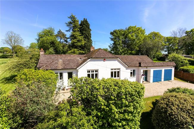 Guide Price £700,000, 4 Bedroom Bungalow For Sale in Four Marks, GU34