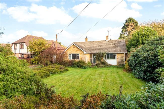 Guide Price £450,000, 2 Bedroom Bungalow For Sale in Alton, Hampshire, GU34