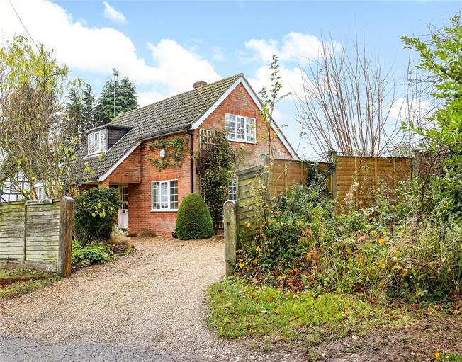 Guide Price £600,000, 3 Bedroom Detached House For Sale in Ellisfield, RG25