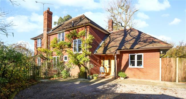 Guide Price £850,000, 5 Bedroom Detached House For Sale in East Worldham, GU34
