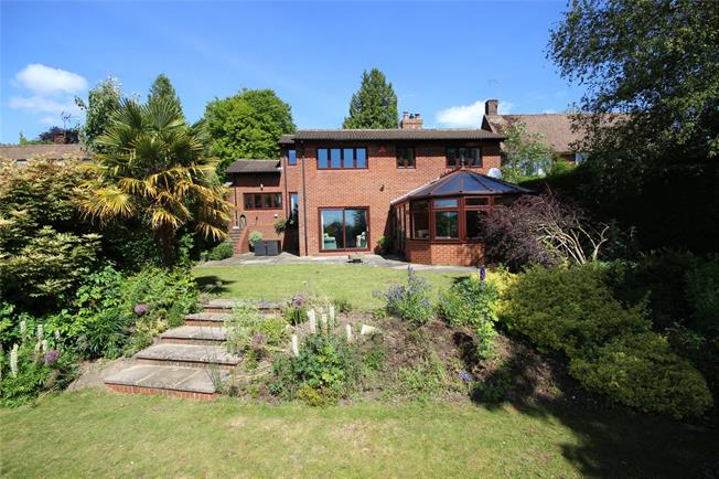 Guide Price £850,000, 5 Bedroom House For Sale in Alton, GU34