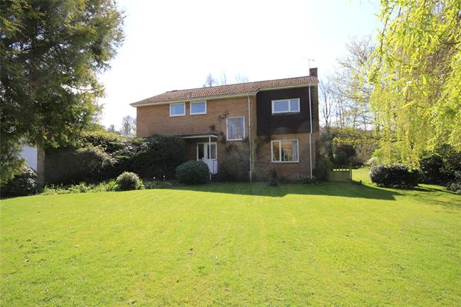 Guide Price £800,000, 4 Bedroom Detached House For Sale in Alton, GU34