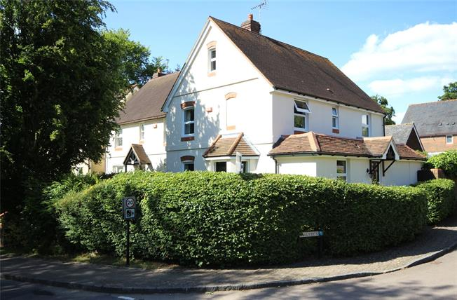 Guide Price £615,000, 4 Bedroom Semi Detached House For Sale in Selborne, GU34
