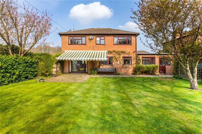 Guide Price £500,000, 4 Bedroom Detached House For Sale in Bordon, Hampshire, GU35
