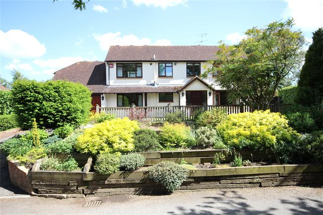 Guide Price £750,000, 3 Bedroom Detached House For Sale in Alton, Hampshire, GU34