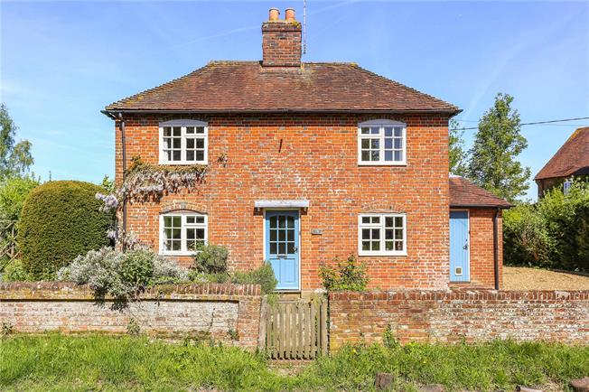 Guide Price £900,000, 4 Bedroom Detached House For Sale in Hampshire, RG29