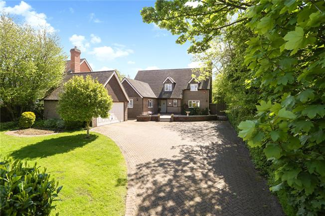 Guide Price £675,000, 4 Bedroom Detached House For Sale in Alton, Hampshire, GU34