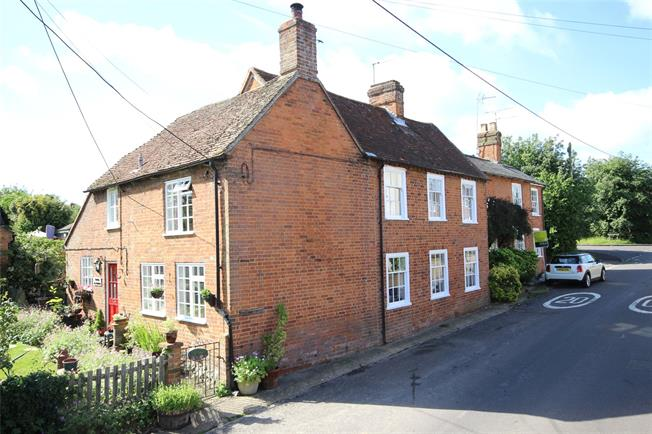 Guide Price £725,000, 3 Bedroom Semi Detached House For Sale in Hook, Hampshire, RG29