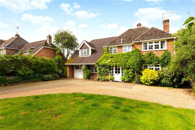 Guide Price £795,000, 4 Bedroom Detached House For Sale in Hampshire, SO24