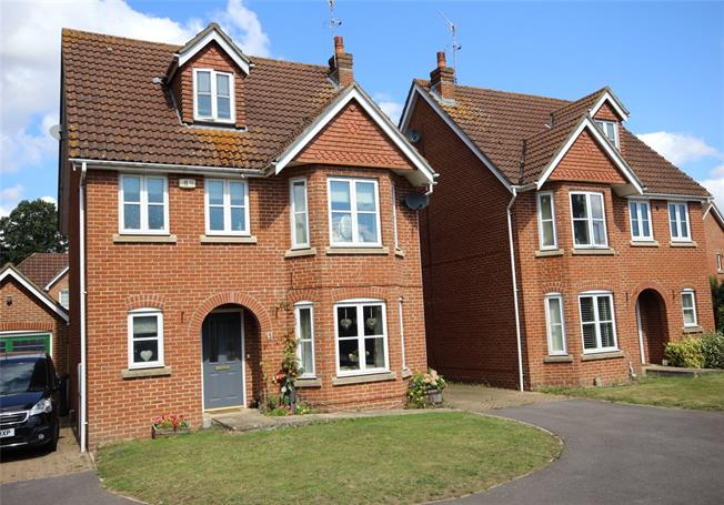 Guide Price £520,000, 4 Bedroom Detached House For Sale in Hampshire, GU34