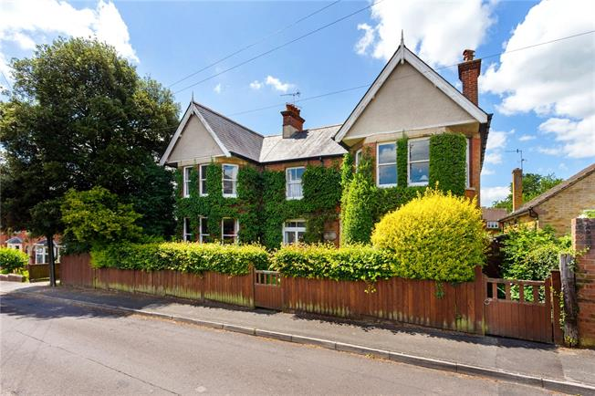 Guide Price £735,000, 5 Bedroom Detached House For Sale in Hampshire, GU34