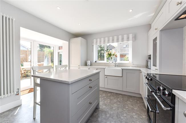 Guide Price £665,000, 4 Bedroom Detached House For Sale in Hampshire, GU34