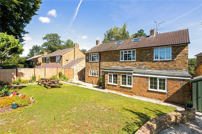 Guide Price £725,000, 5 Bedroom Detached House For Sale in Hampshire, GU34
