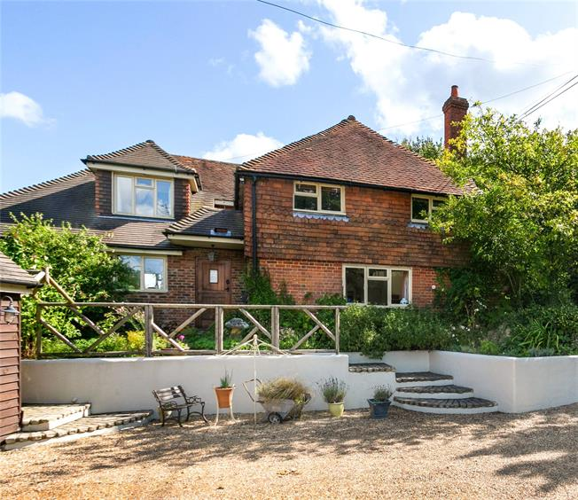 Guide Price £950,000, 3 Bedroom Detached House For Sale in Alton, Hampshire, GU34