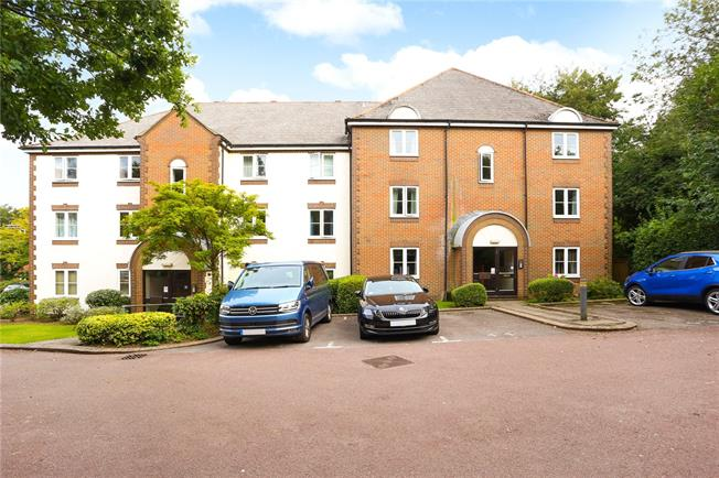 Asking Price £225,000, 1 Bedroom Flat For Sale in Hampshire, GU34