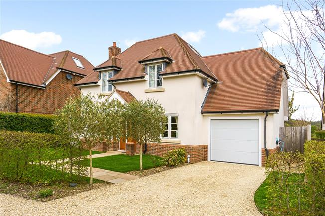 Guide Price £795,000, 4 Bedroom Detached House For Sale in Medstead, Alton, GU34