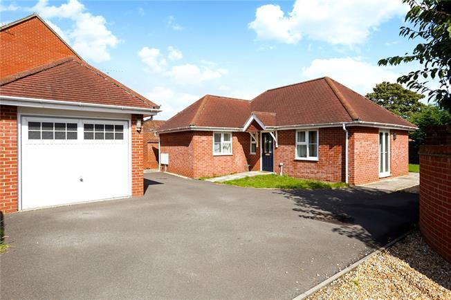 Guide Price £375,000, 2 Bedroom Bungalow For Sale in Alton, Hampshire, GU34
