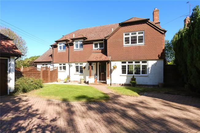 Guide Price £880,000, 4 Bedroom Detached House For Sale in Hook, Hampshire, RG29