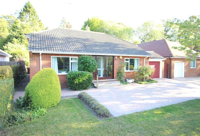 Guide Price £575,000, 3 Bedroom Bungalow For Sale in Hampshire, GU34