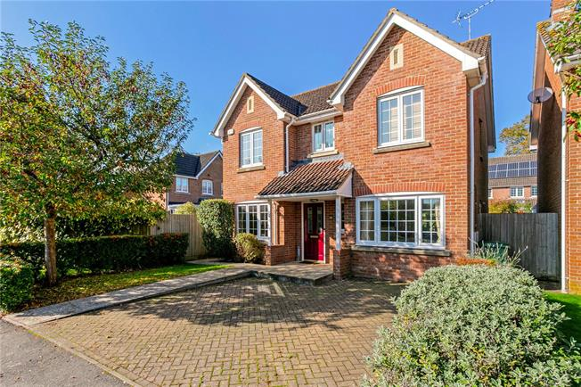 Guide Price £525,000, 4 Bedroom Detached House For Sale in Hampshire, GU34