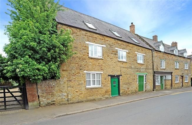 Guide Price £365,000, 4 Bedroom House For Sale in Kings Sutton, OX17