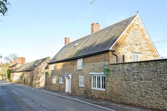 Guide Price £448,000, 3 Bedroom Semi Detached House For Sale in Upper Tadmarton, OX15