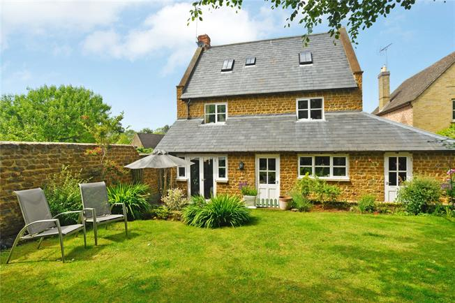 Guide Price £495,000, 4 Bedroom Detached House For Sale in Adderbury, OX17