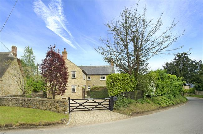 Guide Price £650,000, 5 Bedroom Detached House For Sale in Hinton-in-the-Hedges, NN13
