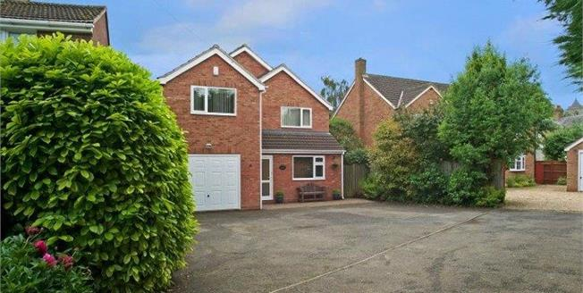 Guide Price £475,000, 4 Bedroom Detached House For Sale in Southam, Warwickshire, CV47