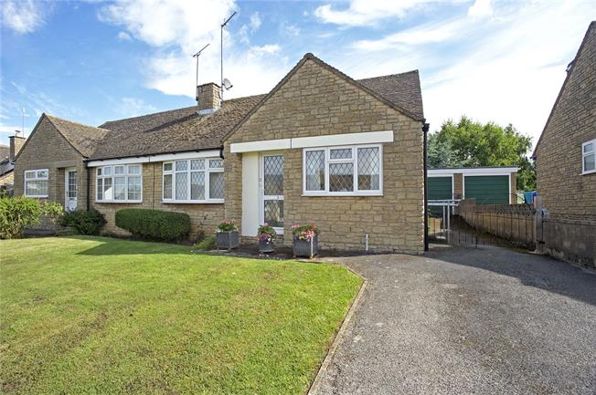 Guide Price £235,000, 2 Bedroom Bungalow For Sale in Claydon, OX17