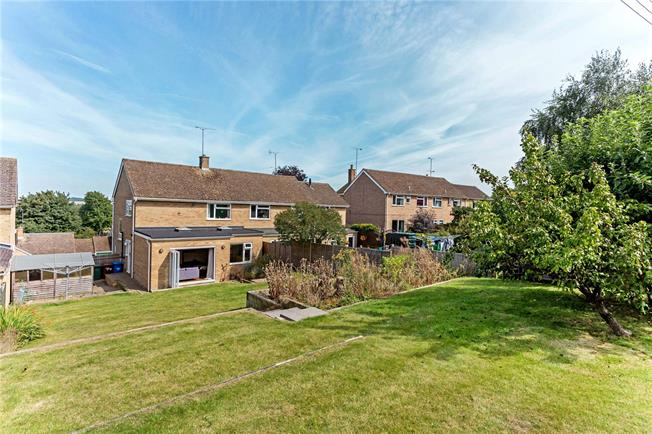 Guide Price £329,950, 3 Bedroom Semi Detached House For Sale in Banbury, Oxfordshire, OX17