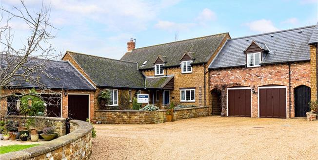 Guide Price £730,000, 5 Bedroom House For Sale in Radway, CV35