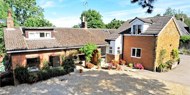 Guide Price £575,000, 5 Bedroom Bungalow For Sale in Upper Boddington, NN11