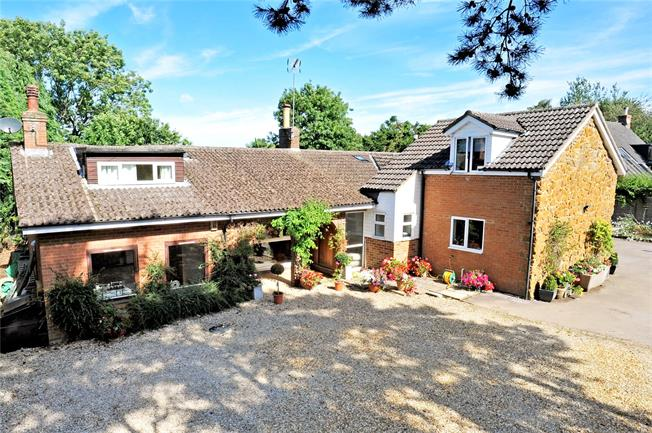 Guide Price £600,000, 5 Bedroom Bungalow For Sale in Upper Boddington, NN11